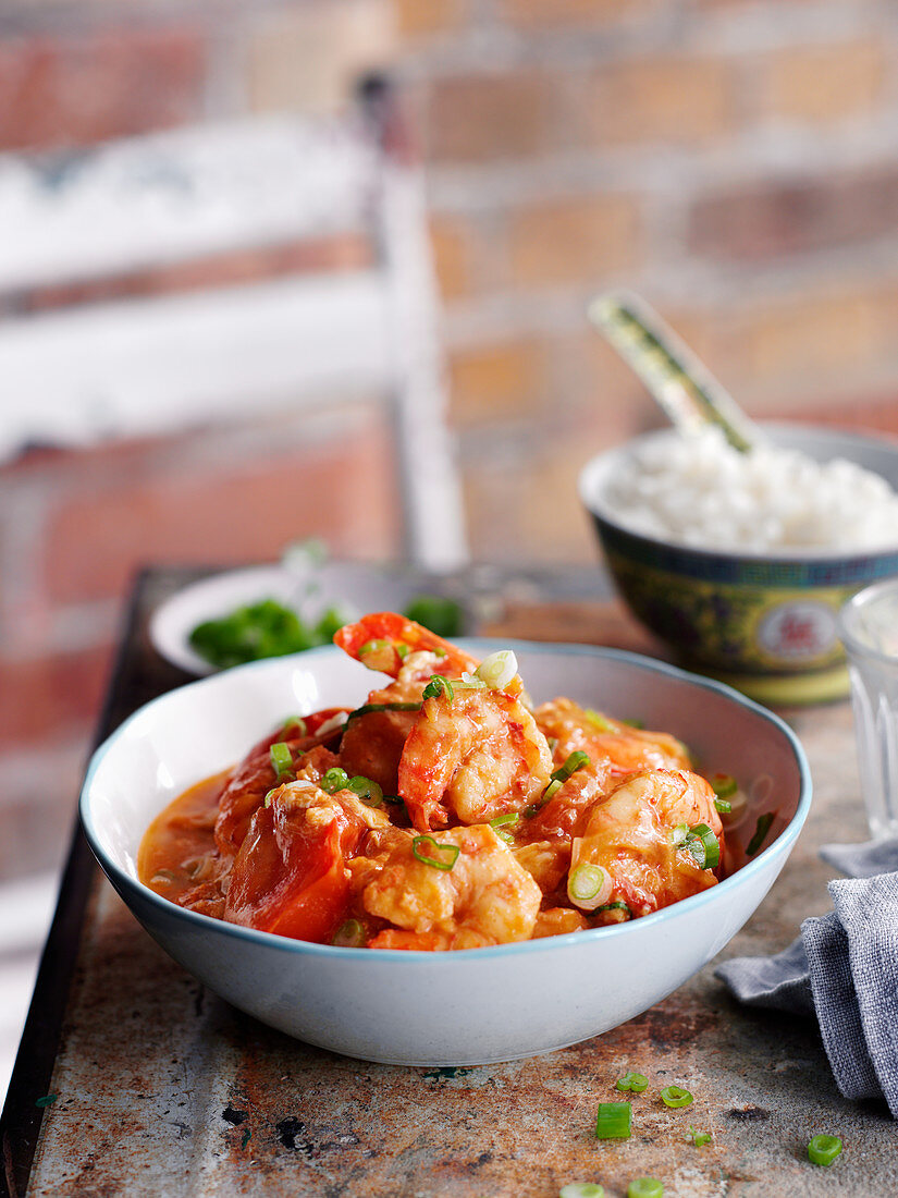 Giant prawns with tomatoes and egg (China)