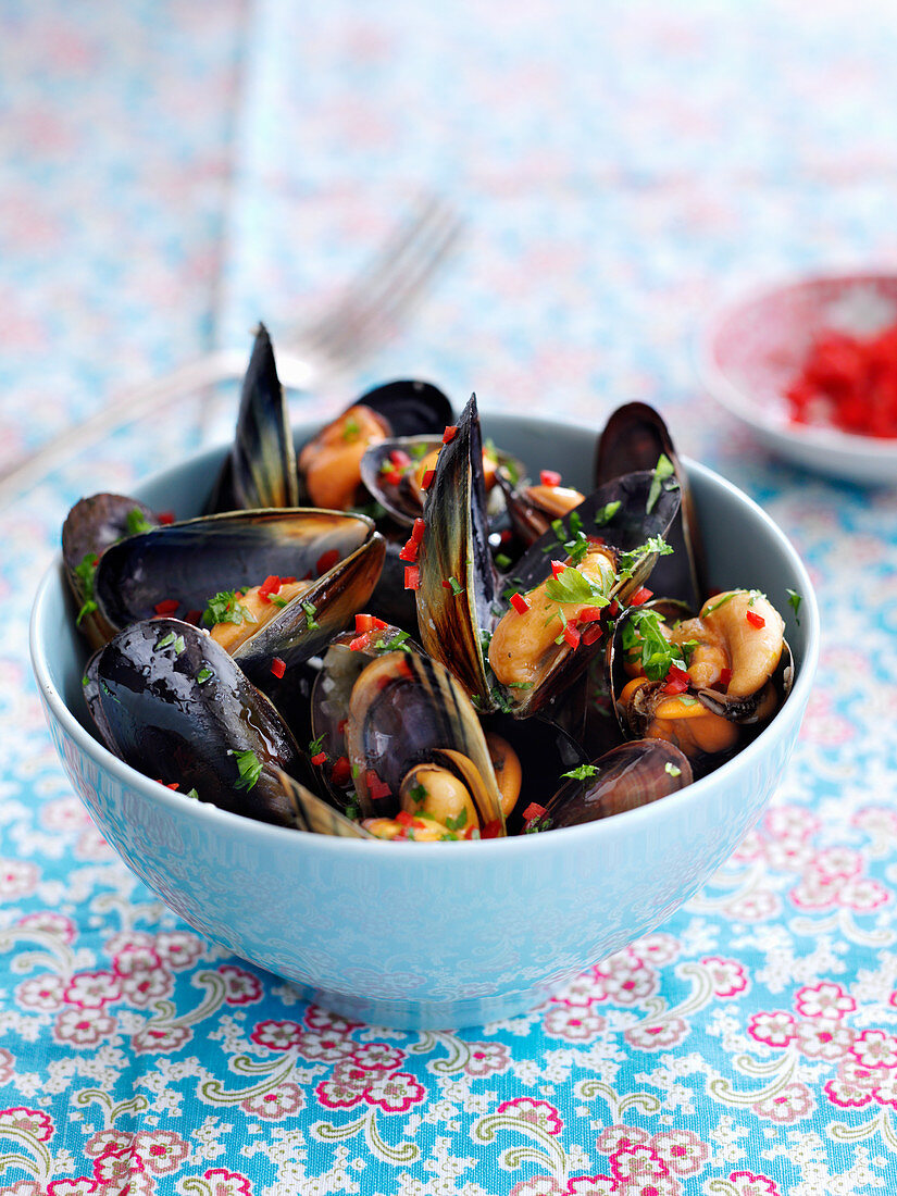 Steamed mussels with Chinese rice wine