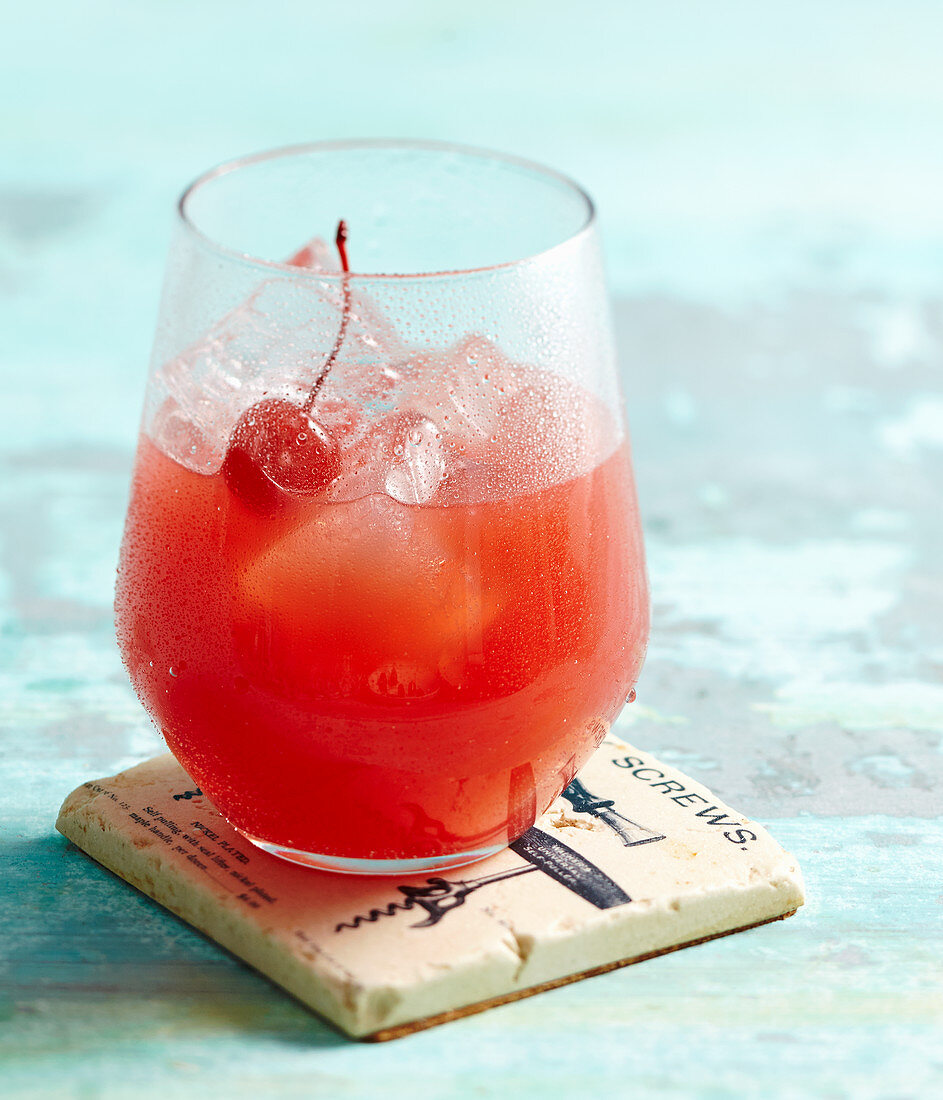 Planter's Punch (rum cocktail, citrus juice, sugar and water)