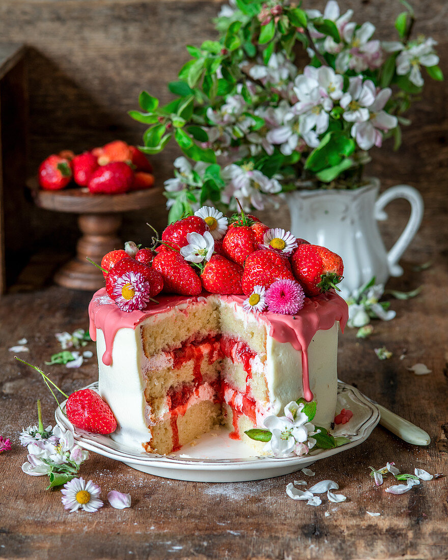 Strawberry cake with strawberry icing