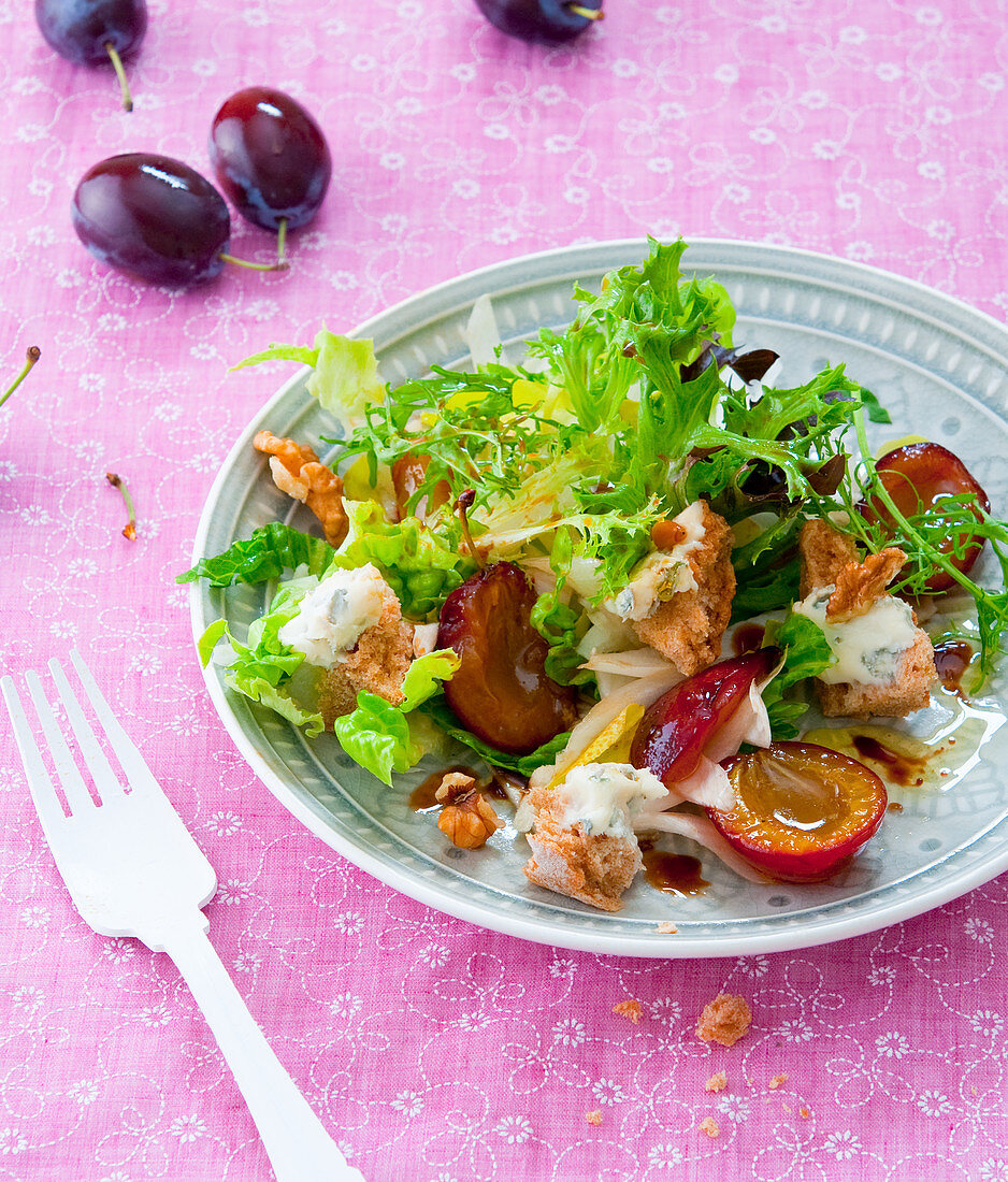 A salad with ciabatta bread, damsons and gorgonzola