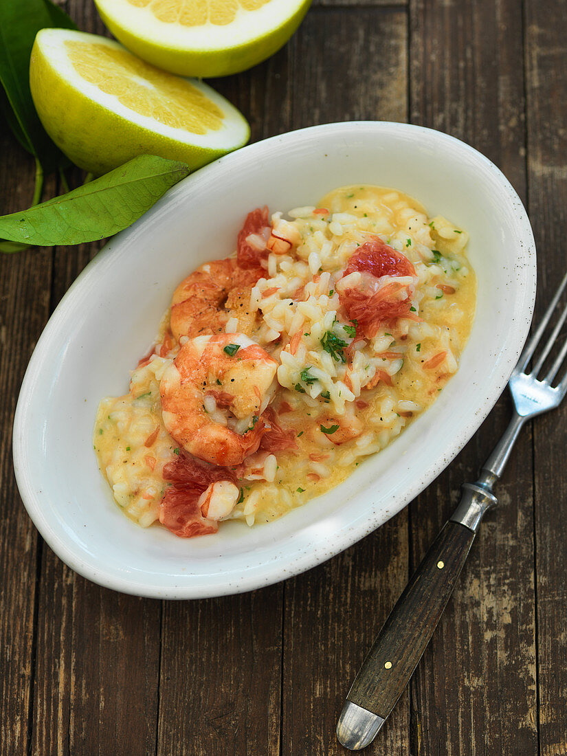 Grapefruit risotto with scampi