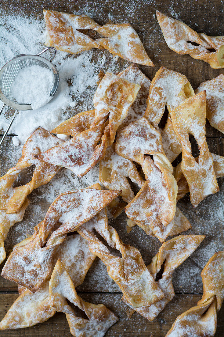 Chiacchiere – Italian carnival pastries