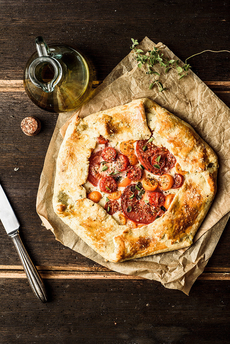 Galette with tomatoes, mozzarella and herbs