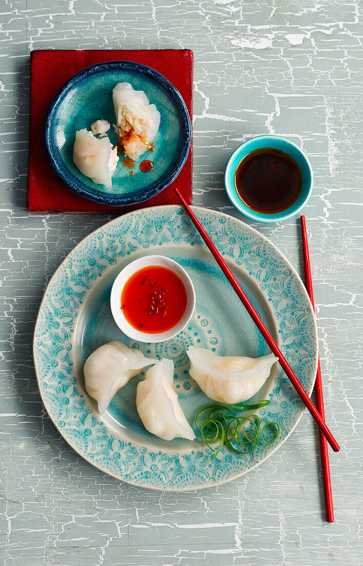 Steamed shrimp won tons with two sauces