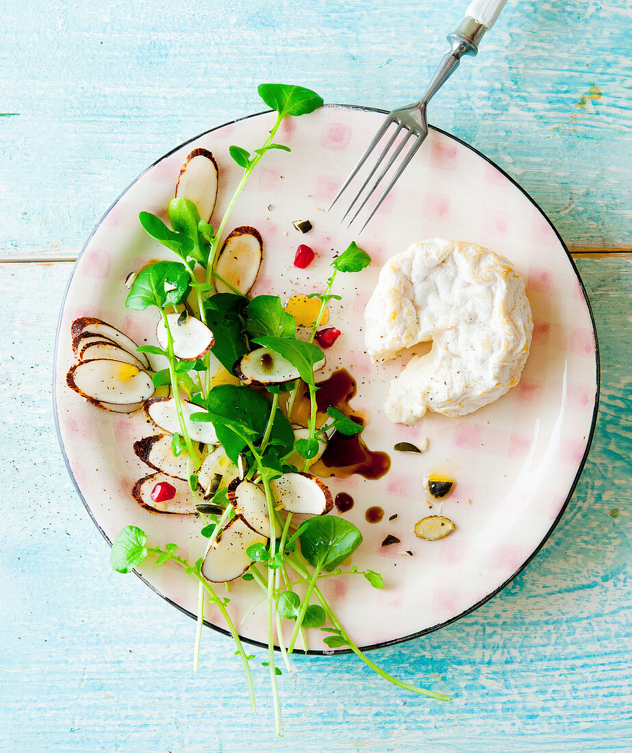 Winter cress salsify salad with goat's cheese