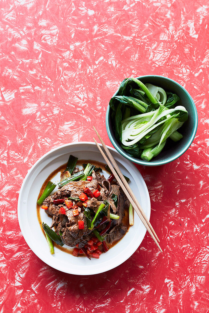 Stir-fried beef with dried chillies, capsicum and chilli paste