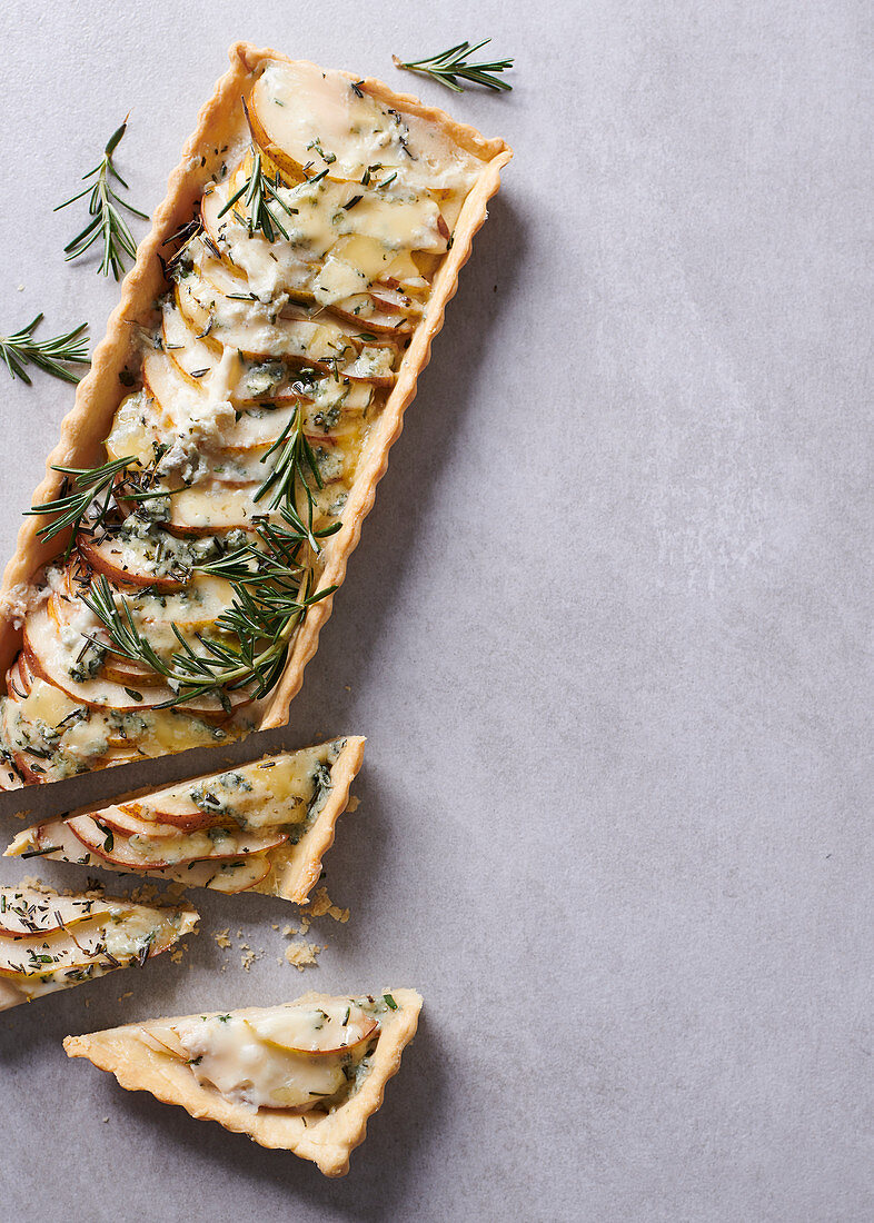 Pear, rosemary and bluecheese tart