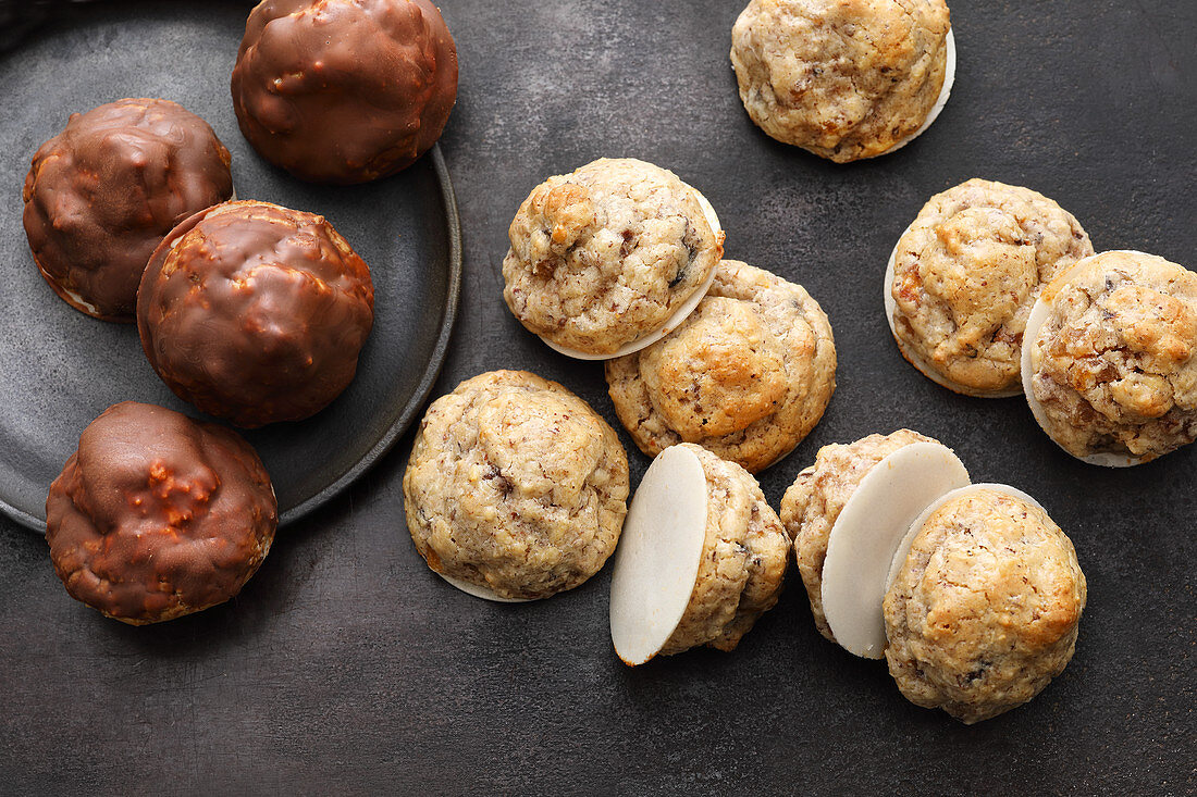 Walnut and dried fruit macaroons
