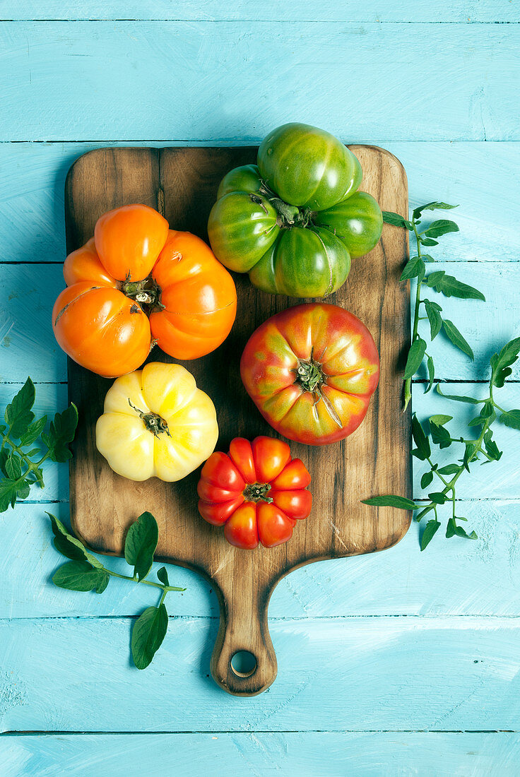 Fresh heirloom tomatoes from the farmers market