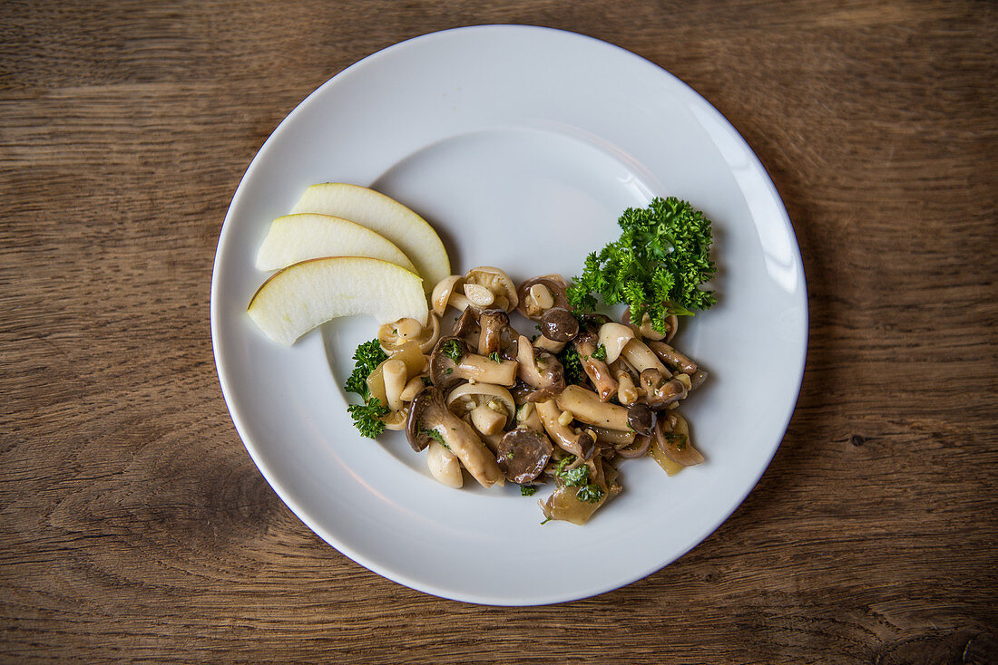 Sauteed mushrooms with parsley