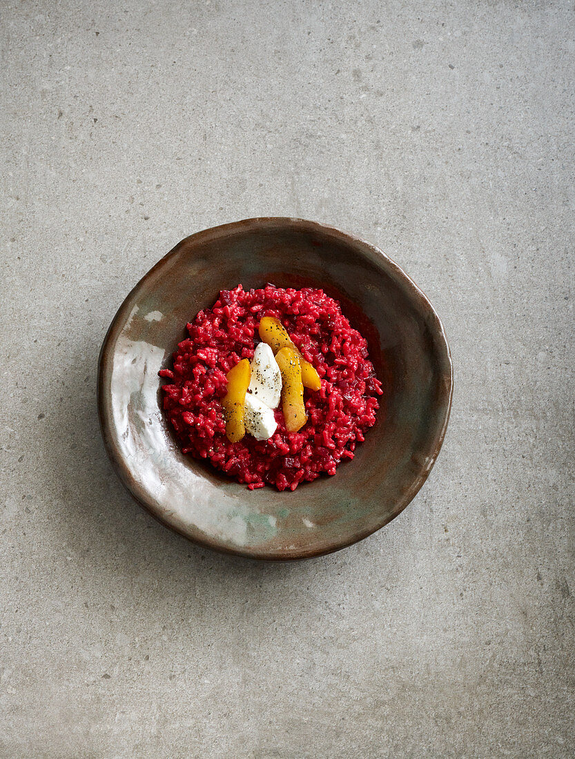 Beetroot risotto with goat's cheese and chilli apples