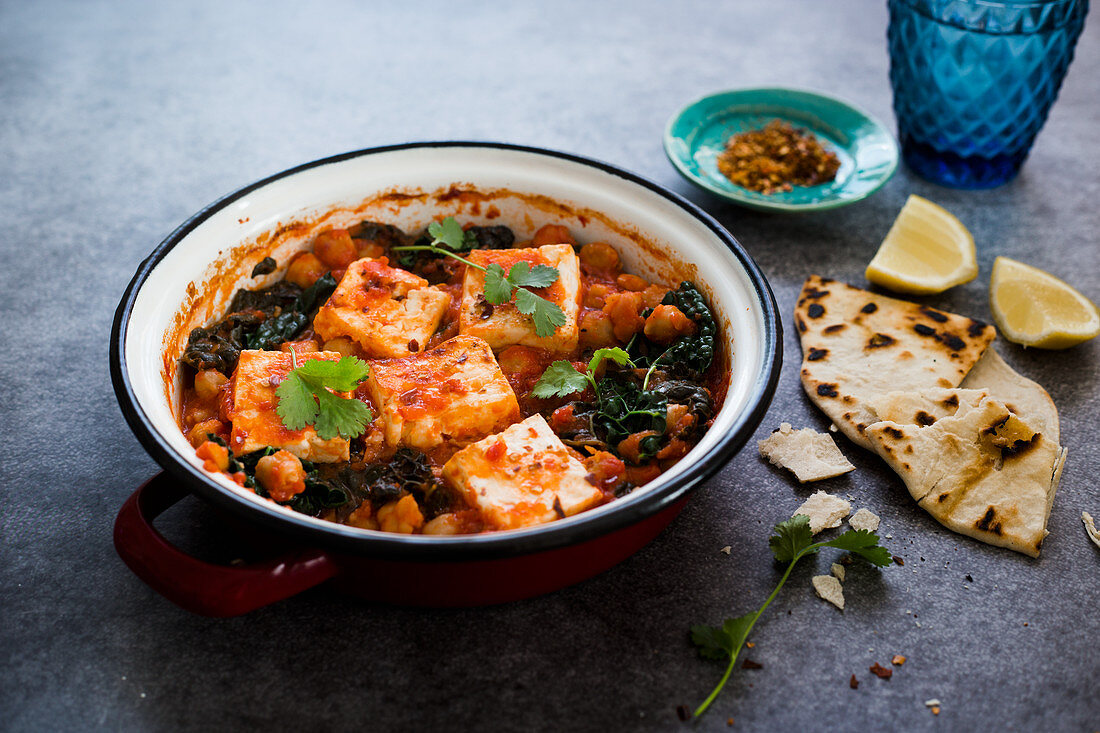 Chilli tofu with chickpeas and kale