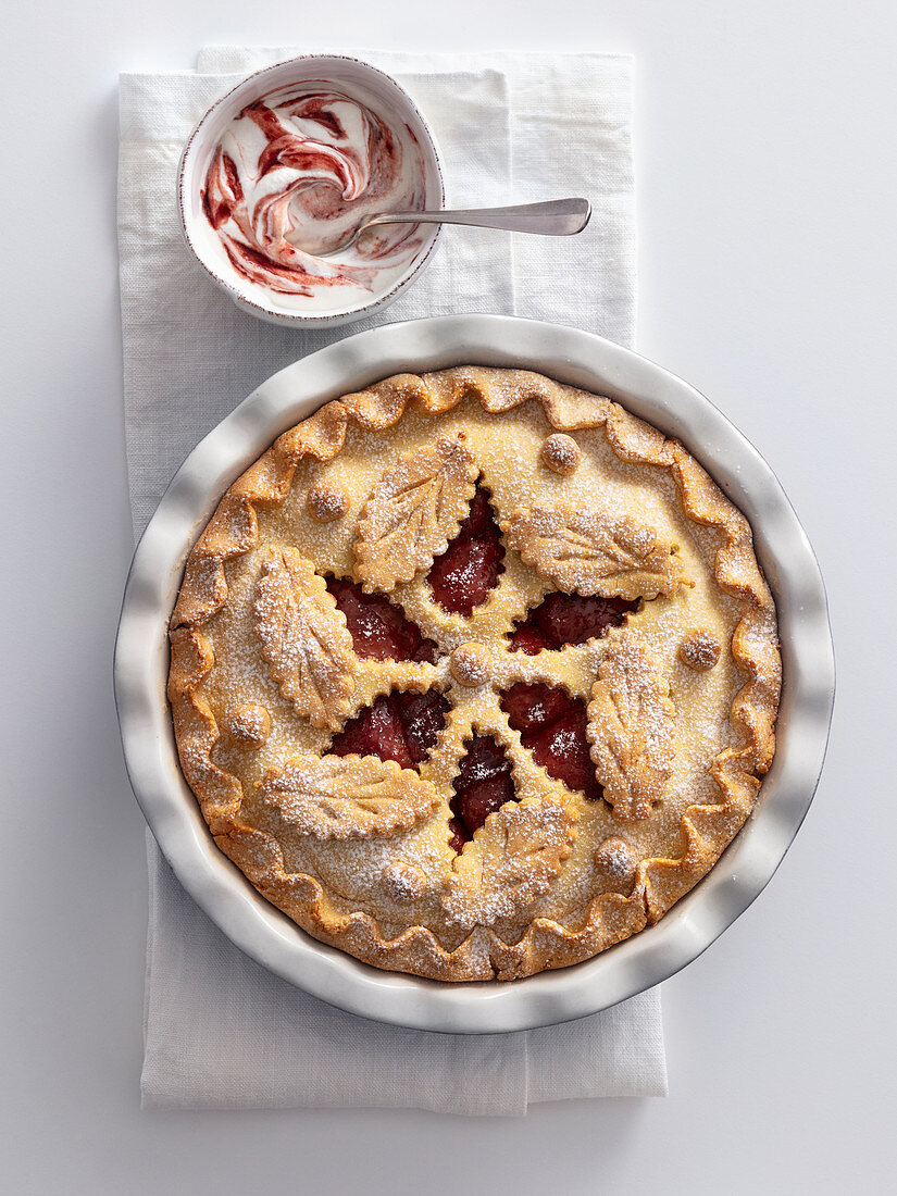 Red wine pear pie with Barolo cream