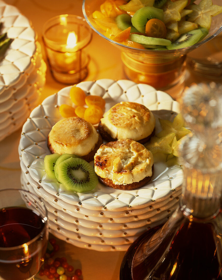 Warm goat's cheese with exotic fruits