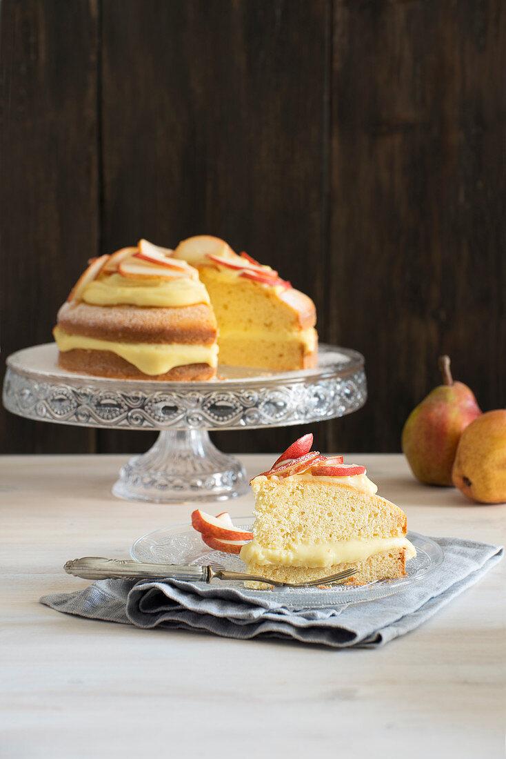 Pear cake with vanilla cream