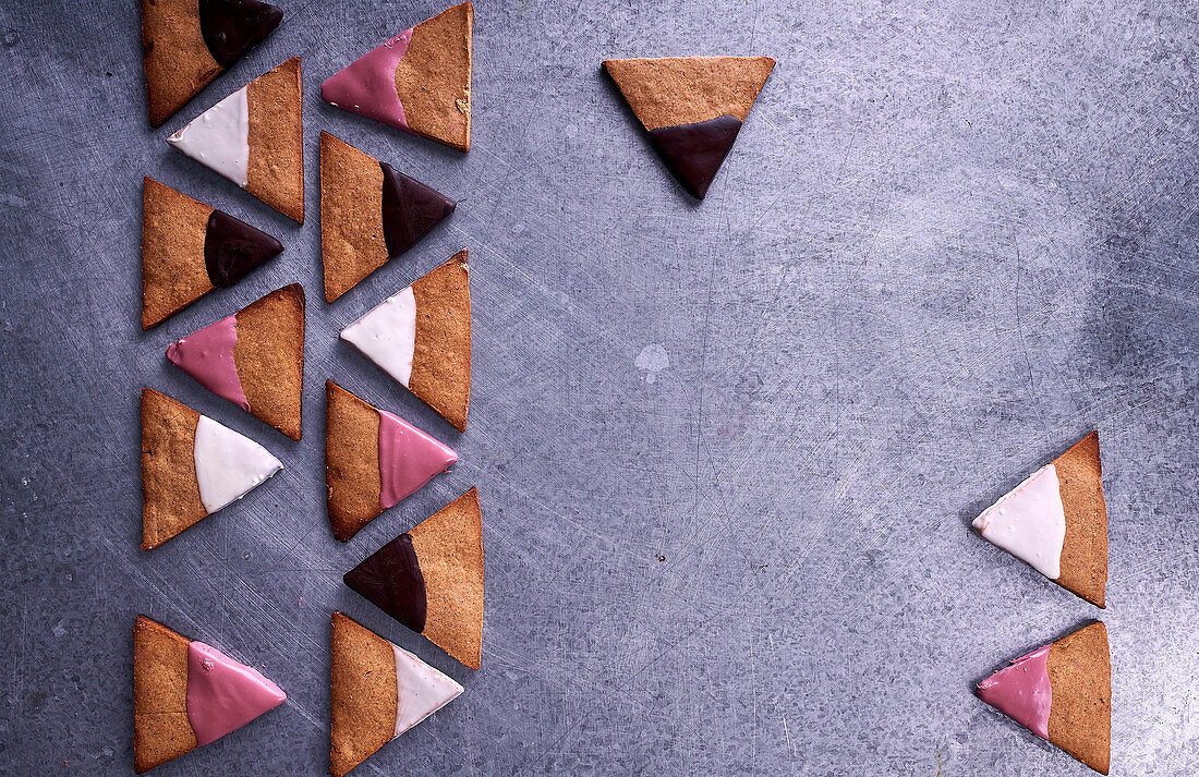 Tigernut biscuits with ruby, white and dark chocolate