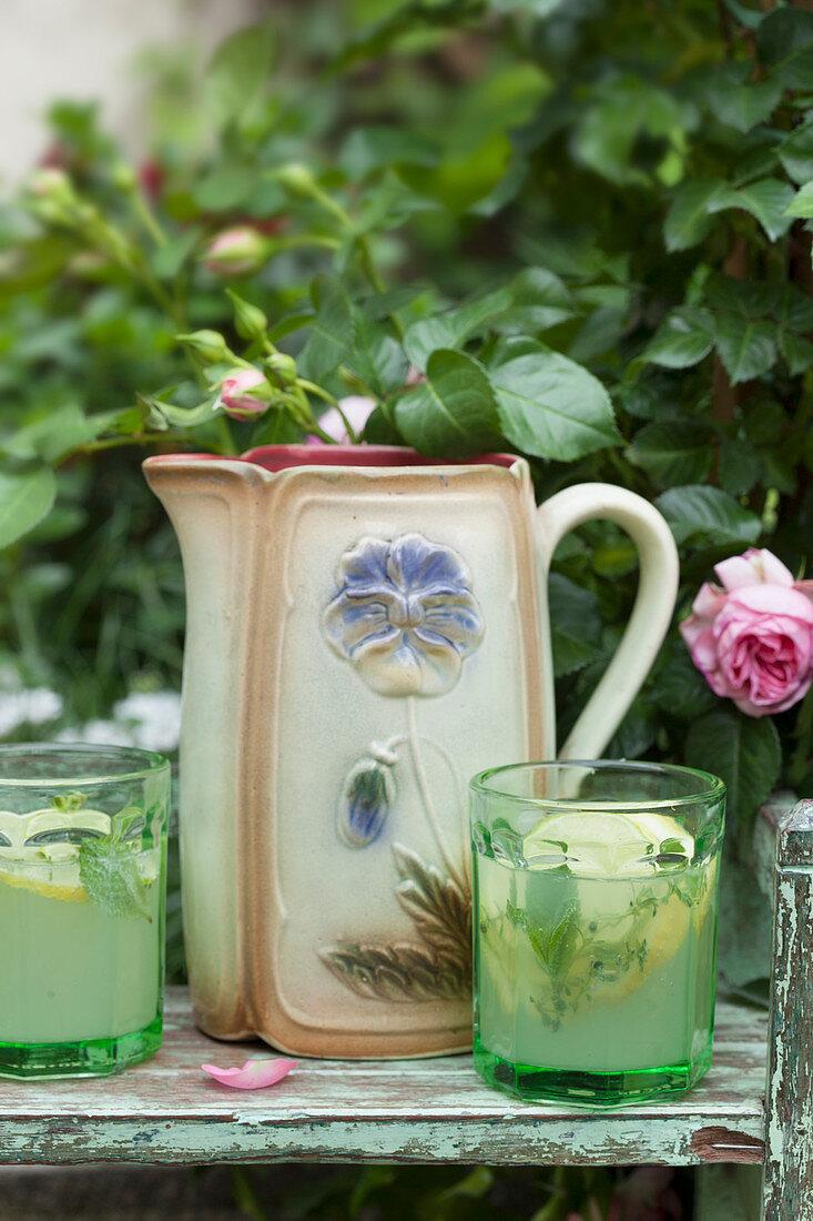 Vodka lemonade with peppermint and lemon thyme