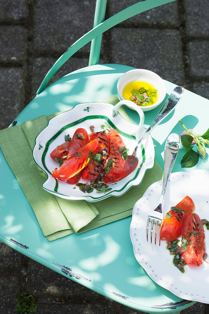Grilled tomato salad with a rocket and herb pesto