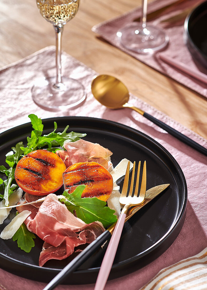 Grilled pears with parma ham