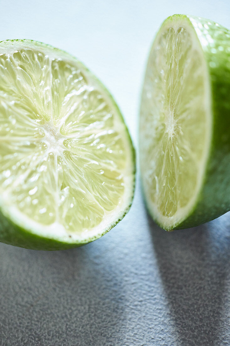 Halved lime (close-up)