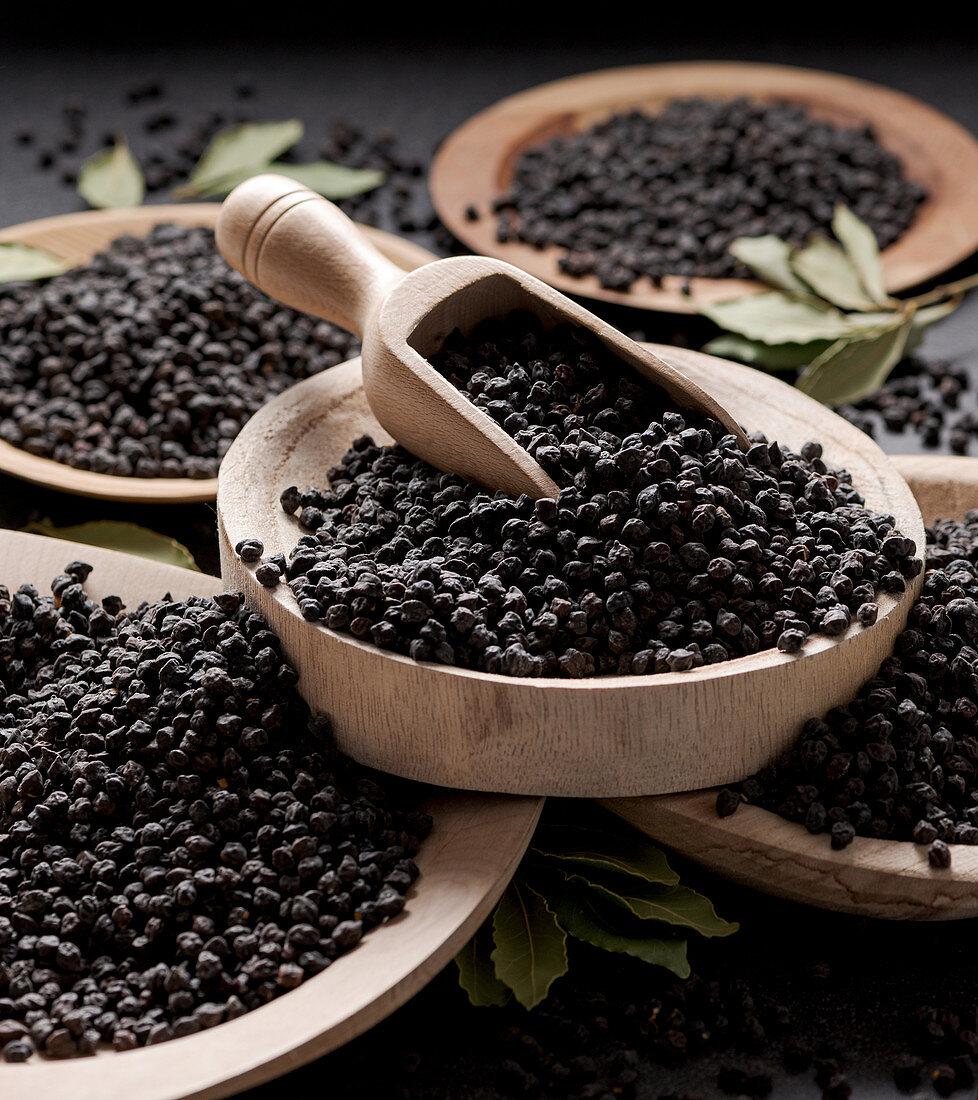 Cece nero della Murgia (black chickpeas from Apulia, Italy)