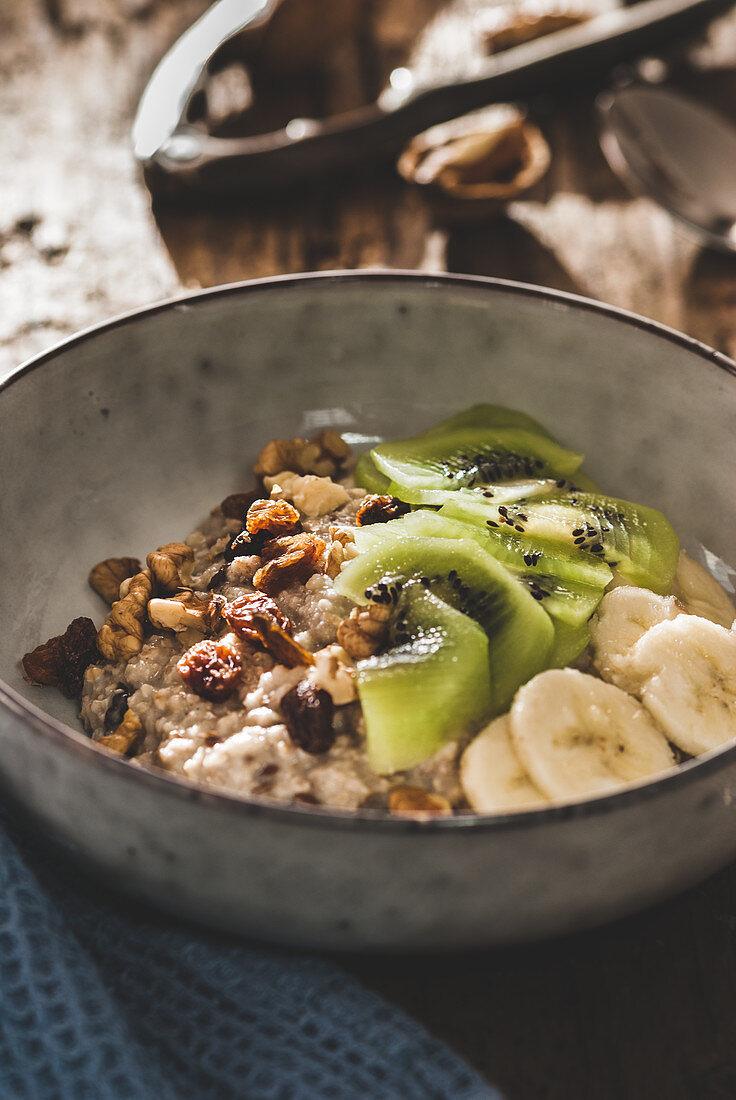 Bircher muesli with kiwi and bananas