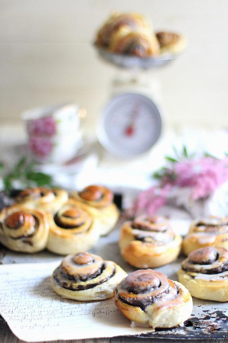 Glazed poppyseed buns