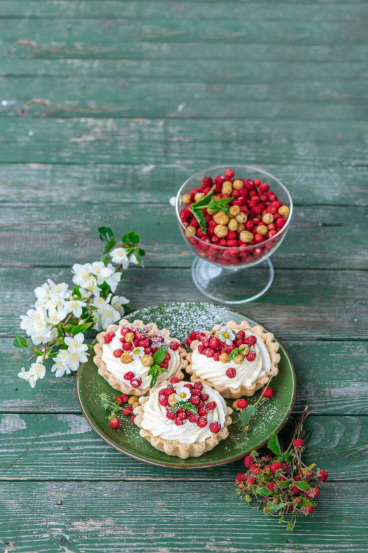 Wild strawberries mascarpone tart