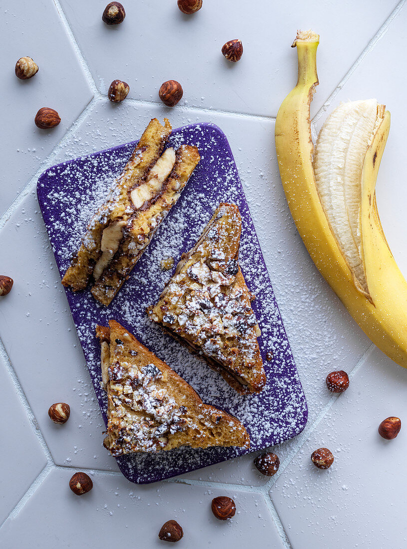 French toast with hazelnuts and bananas