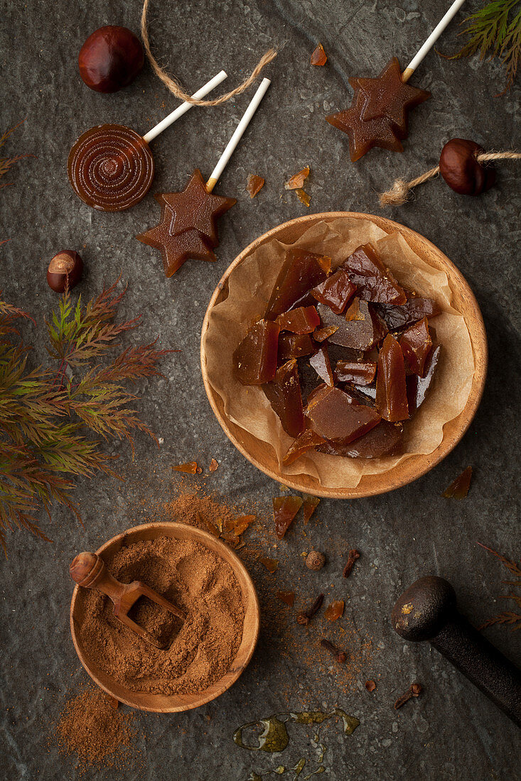 Toffee lollipops and hard toffee pieces flavoured with pumpkin spice