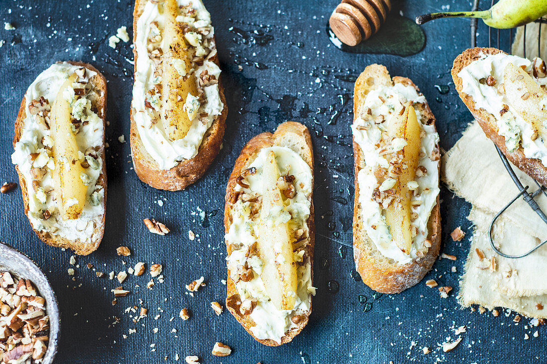 Bruschetta with cream cheese and pear, nuts and honey