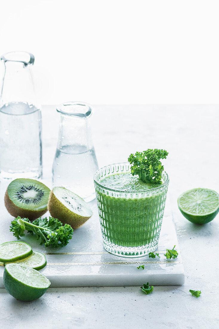 Kale and kiwifruit smoothie