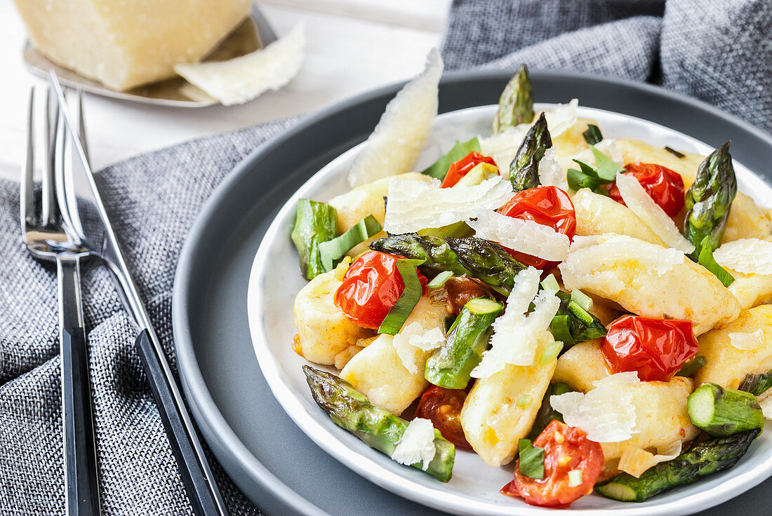 Gnocchi with asparagus, wild garlic and cherry tomatoes
