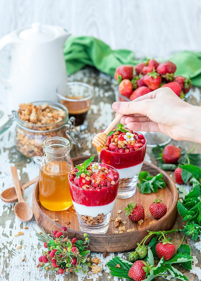 Erdbeer-Müsli-Dessert