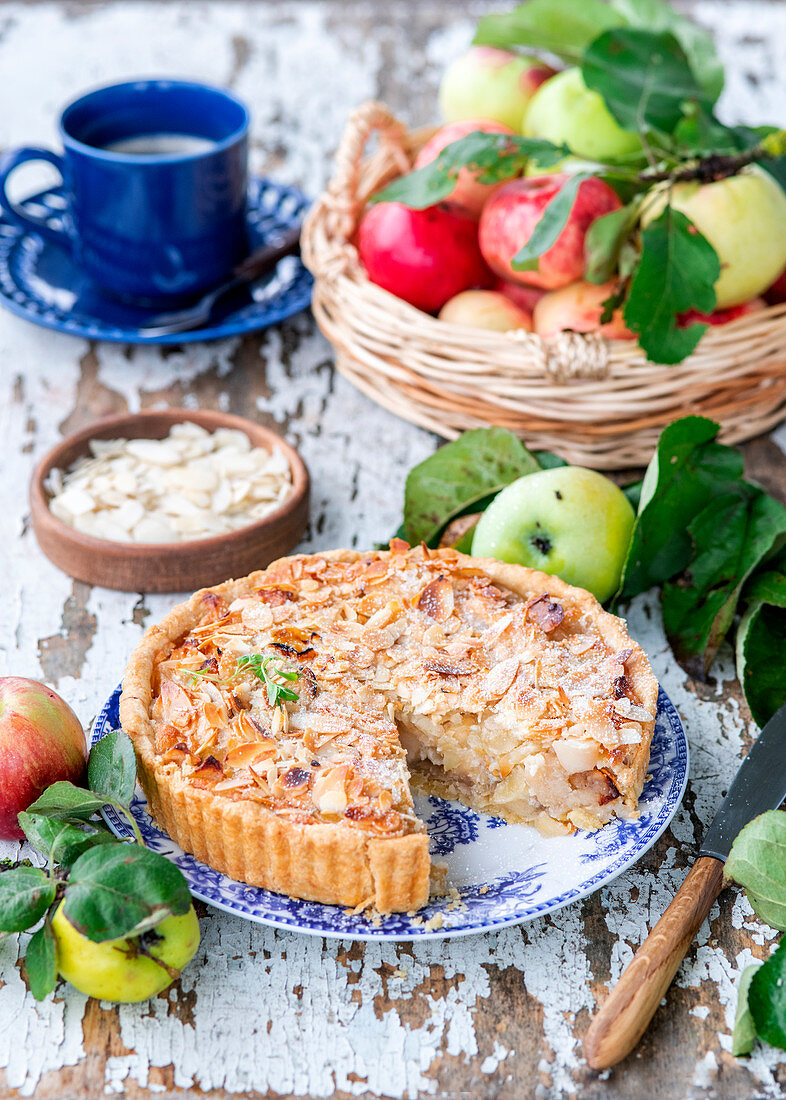 Apple almond pie