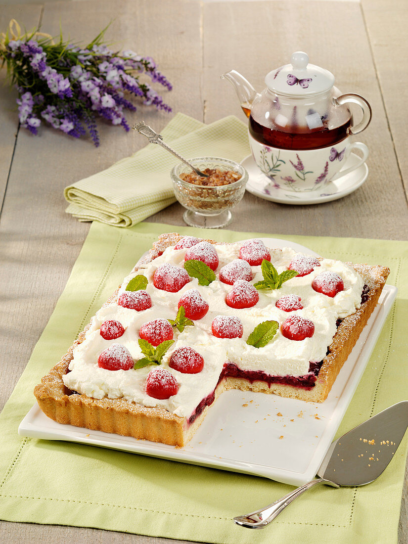 Cherry tart with crème fraîche