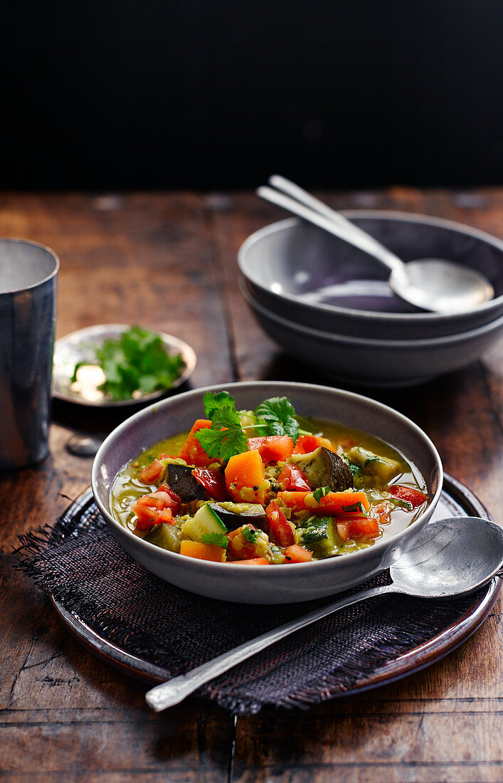Rasam soup with aubergines and courgettes (India)