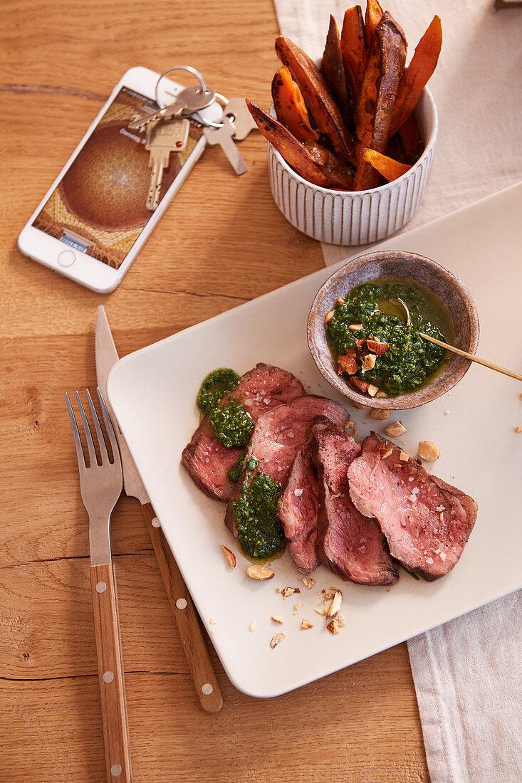 Flank-Steak mit Süßkartoffelpommes und Rucola-Pesto (After Work)