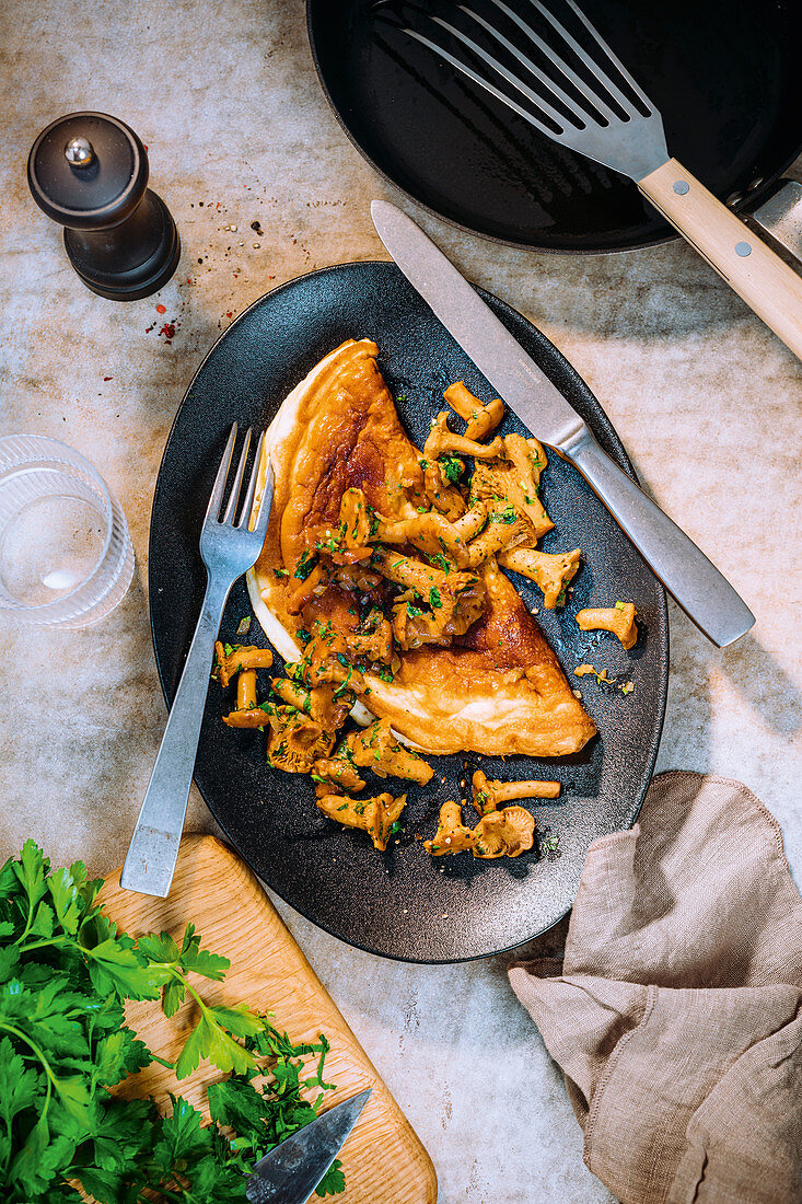 Omelette with fresh chanterelles