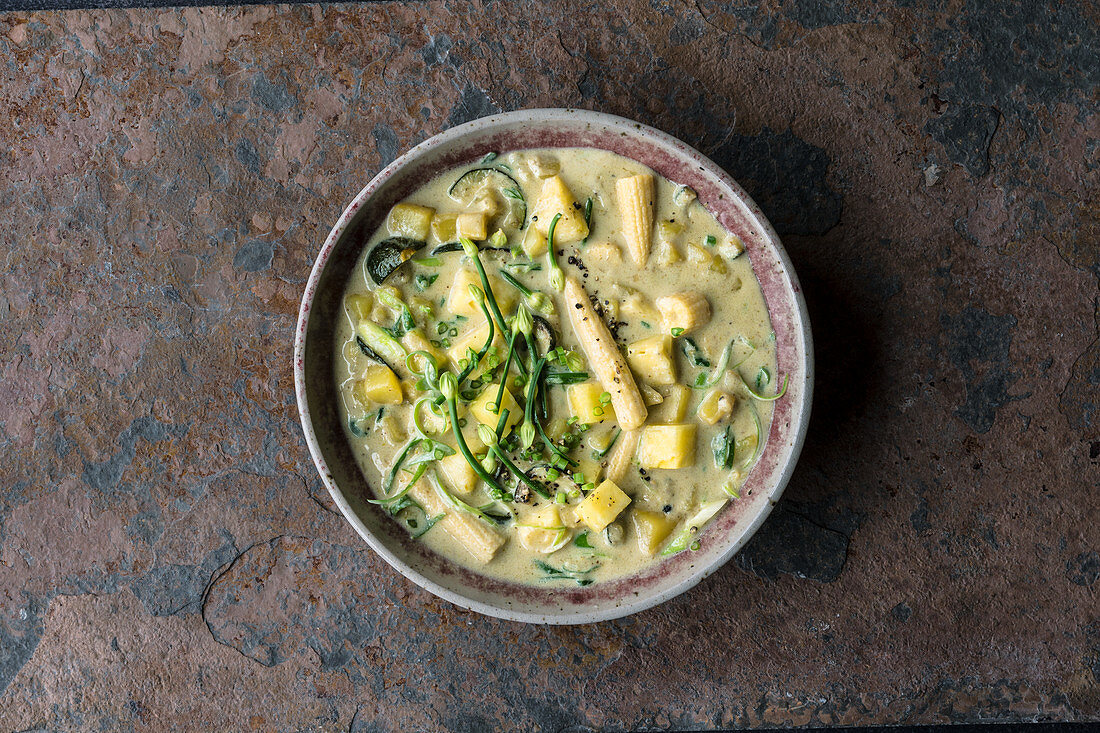 Thai green curry with pineapple