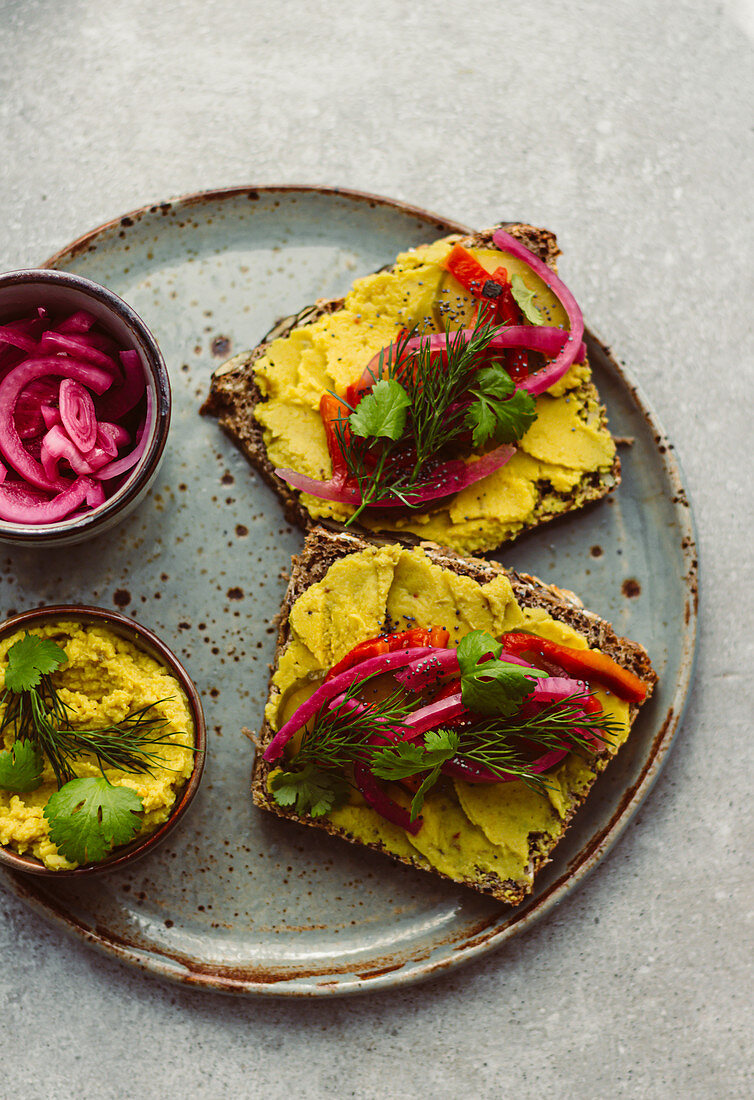 Open Sandwich with Chickpea Curry Hummus