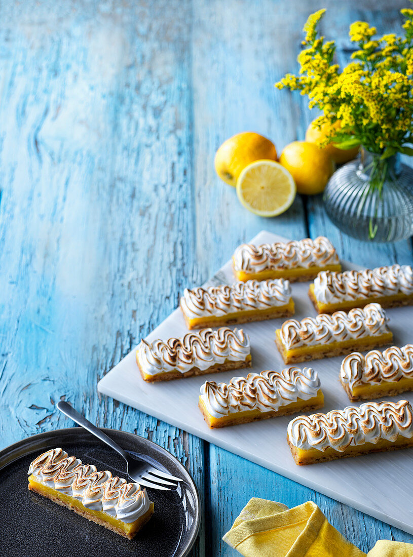 Lemon slices with meringue topping