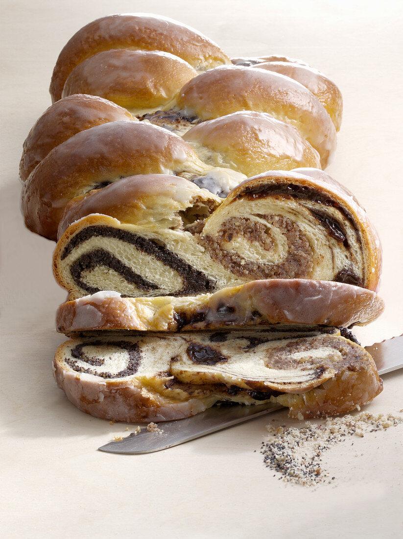 Yeast bread with hazelnut and poppy seeds