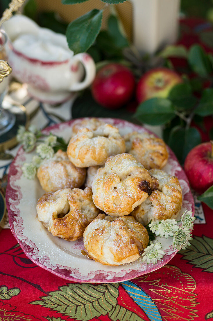 Apple pastries with ginger and white chocolate