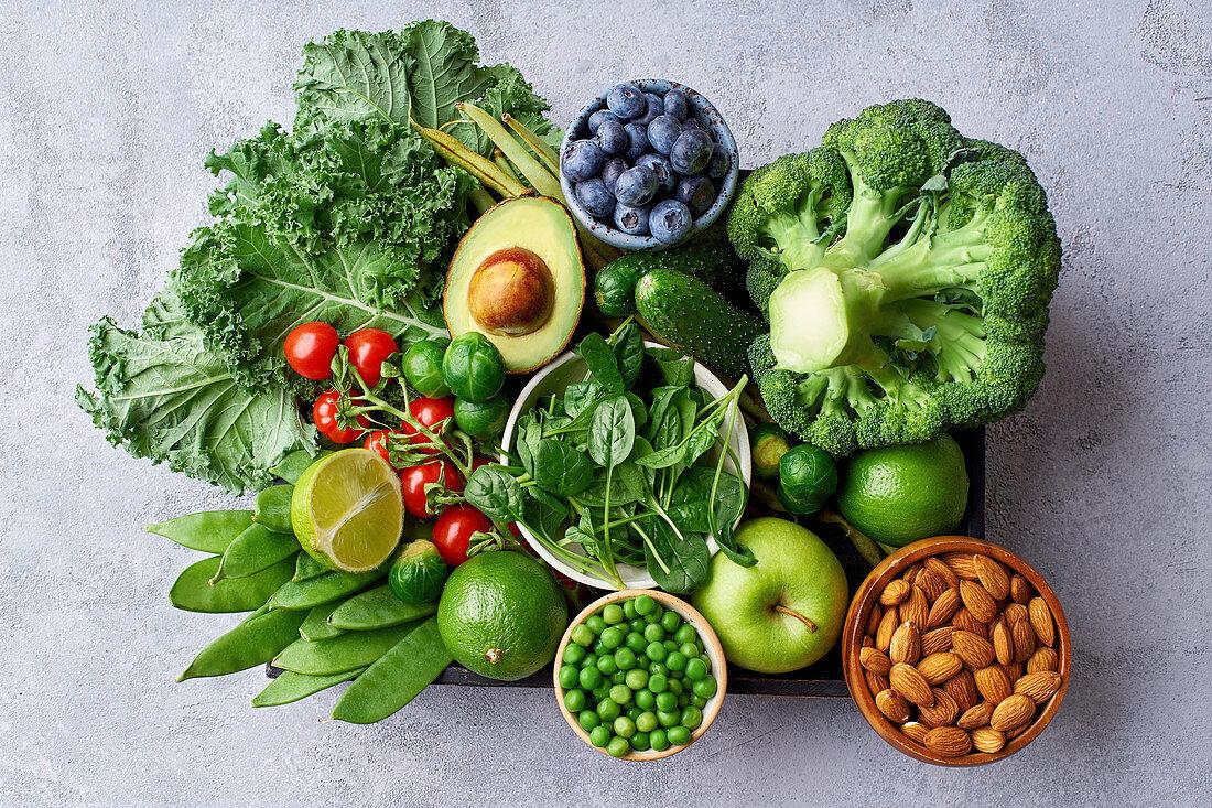 Gesunde Lebensmitteln für die vegetarische Ernährung in einer Kiste