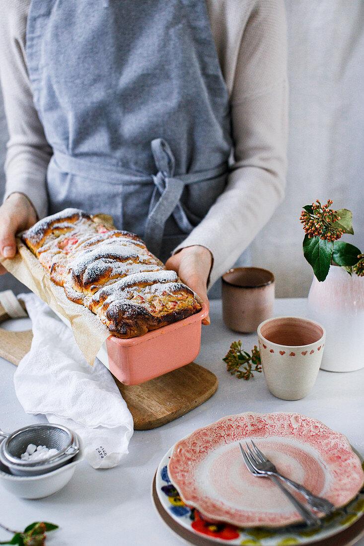 Pull-apart quark bread with rhubarb