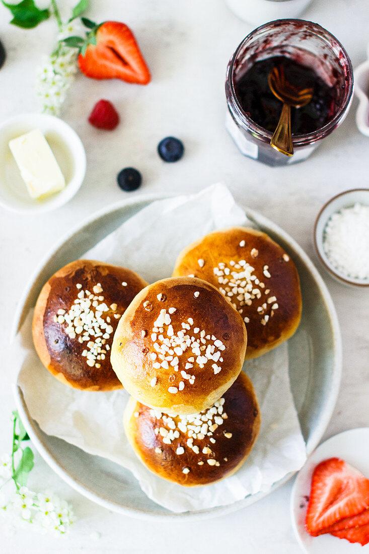 Pikkupullat (small sweet Finnish rolls with sugar nibs)