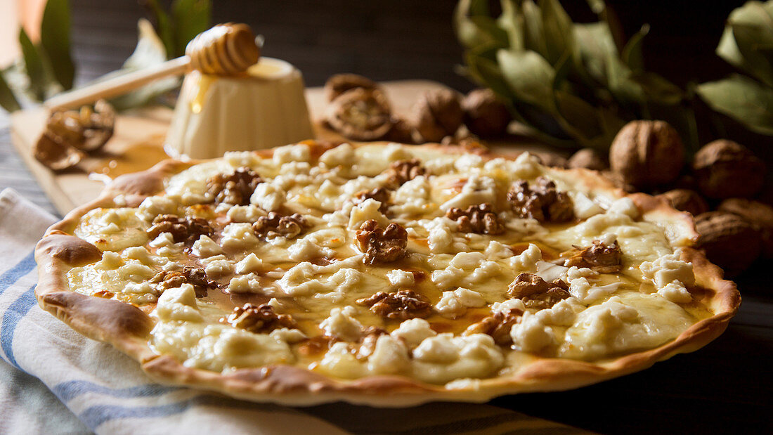 Sweet pizza with walnuts, goat cheese and honey