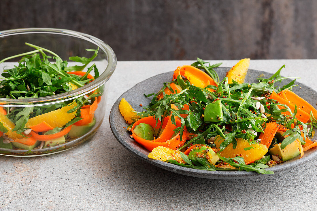 Rocket salad with carrots and oranges to take away